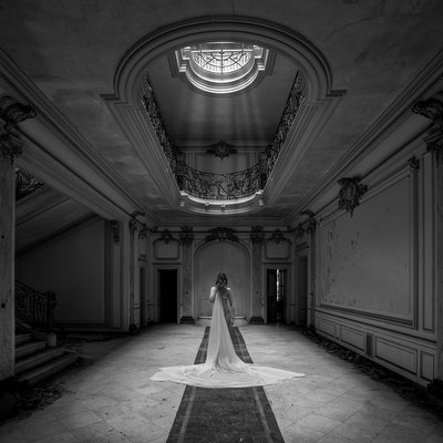 Fading away (Chateau Lumiere)