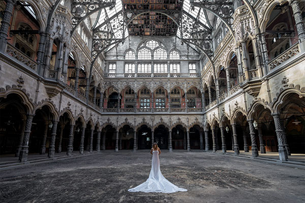Innocence behind veils (Chambre du Commerce)