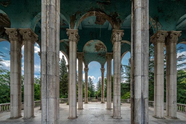 Perfect symmetry (Hotel Medea)