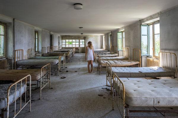 Past childhood (Red Cross Hospital)