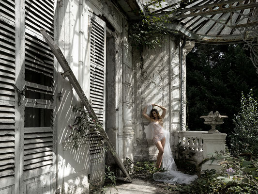 Lines of shadow and light (Chateau Verdure)