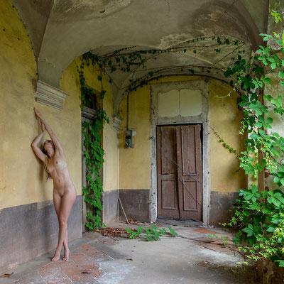 Her dancing elegance (Villa SG)