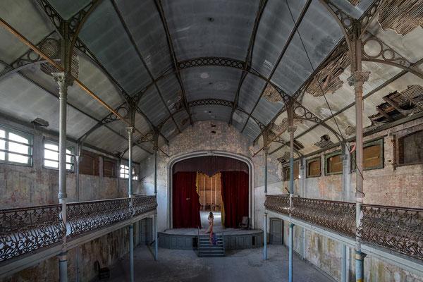 Theater Bizarre