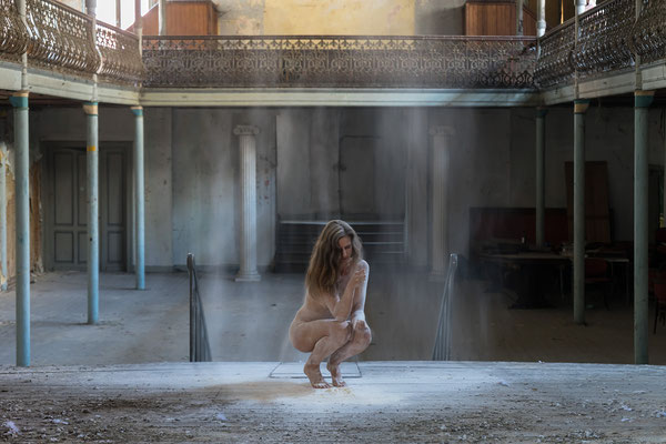 Dust in the wind (Theater Bizarre)