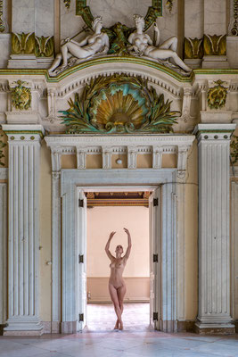 Dancing for the gods (Alla Italia)