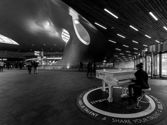 Play me (Station Arnhem)
