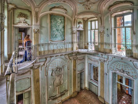Left alone (Villa Dante)