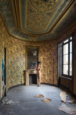 The colorful wallpaper room (Chateau Venetia)