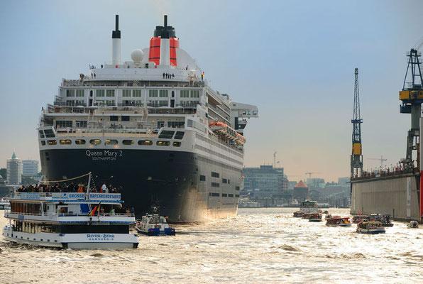 QM II, Hafen Hamburg