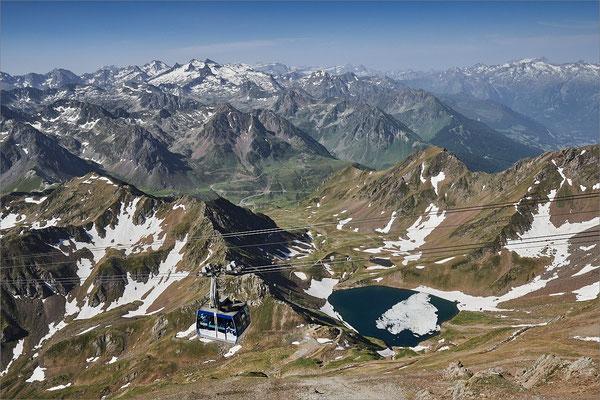 Panorama depuis le Pic du Midi de Bigorre, Hautes-Pyrénées, France