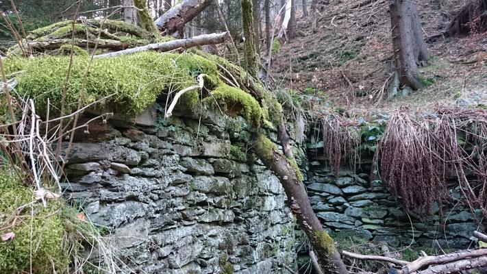 Verfallene Mühlen im Grund