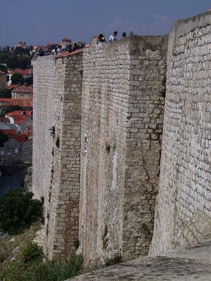 Dubrovnik. Gewaltige Mauern.