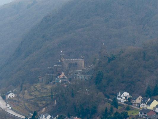 Burg Rheinstein. Oder Burg Sooneck. Oder eine andere. Da verlierst Du schnell den Überblick als Auswärtiger.