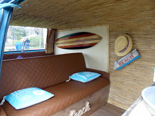 Surferbus von innen, I.