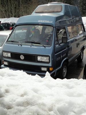 Upps! Bus im Schnee! Ostern im Schwarzwald. Das kann dann da passieren.