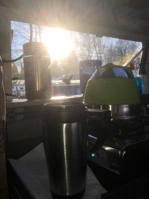 Die Sonne geht auf, der Kaffee ist fertig. Herrlich!