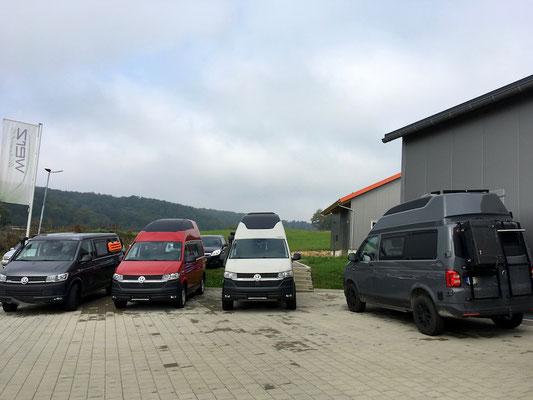 Fahrzeuge kurz vor der Auslieferung an die Kund*innen.