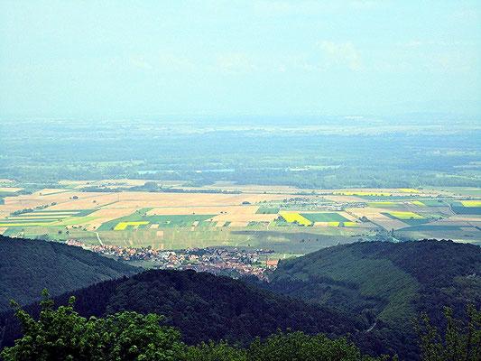Blick von der Königsburg zum Rhein und in Richtung Schwarzwald.