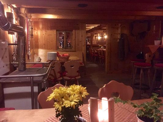 Hiebammenhütte mit Buffet und viel Gemütlichkeit.