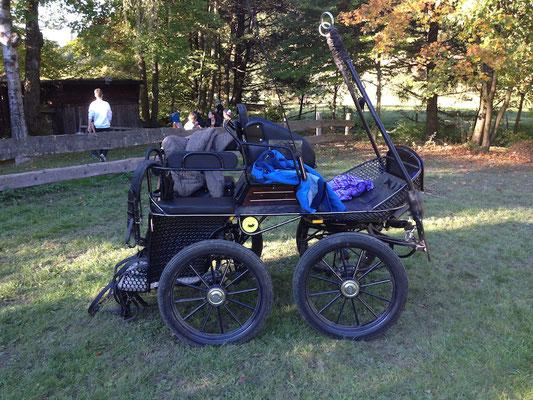 Da parken nicht nur Wanderer und Pferde, sondern auch Oldtimerfahrer von der Hiebammenhütte.