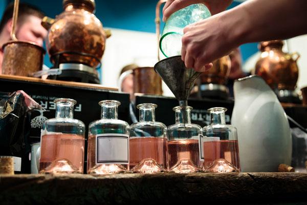 Betreutes Trinken #3: Distill your own Gin mit Hans von http://www.barrelbrothers.de/