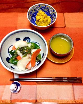 Eingelegtes Gemüse mit grünem Tee