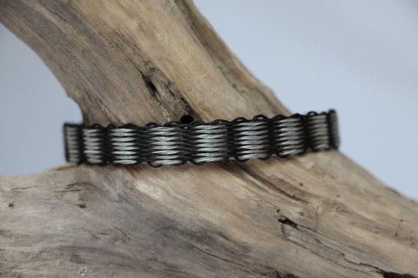 Pferdehaararmband aus Schweifhaar, 2farbig gewebt, Edelstahlverschluss, €45,-