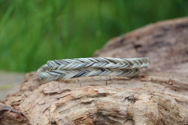Pferdehaararmband aus Schweifhaar, fishtail, Edelstahlverschluss, €40,-