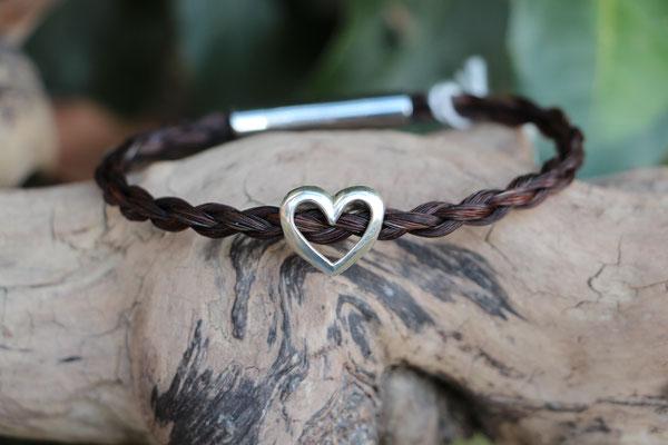 Pferdehaararmband aus Schweifhaar,   4-fach rund geflochten mit Edelstahlverschluss und Herz aus 925/er Silber, €75,-