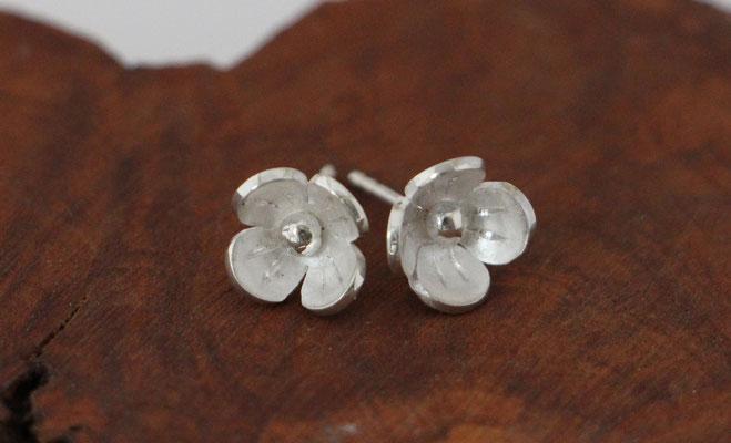 Ohrstecker Blüten, 925/er Silber,  € 45,-
