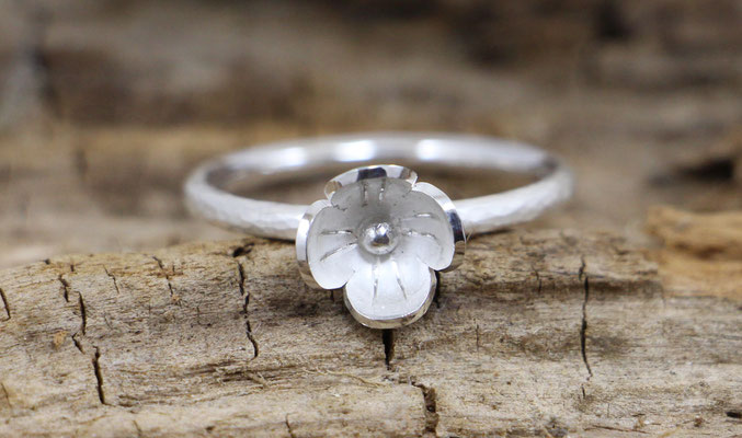 Stapelring mit Blüte,  925/- Silber, €70,-