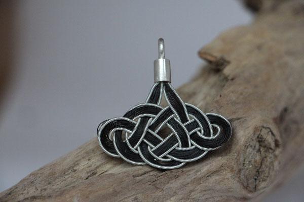 Pferdehaaranhänger aus Schweifhaar, Zinndraht mit 4% Silberanteil, handgefertigte Aufhängung aus 925/er Silber.  € 60,-