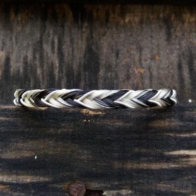 16fach eckig geflochtenes Pferdehaararmband mit Zinndraht mit 4% Silberanteil