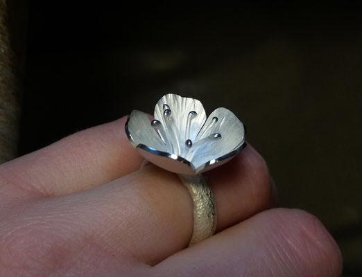 Ring mit Kirschblüte, 925/- Silber, €135,-
