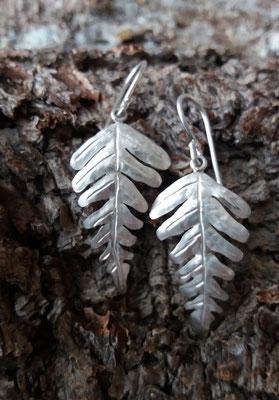 Ohrhaken Blechnum, 925/er Silber,  € 95,-