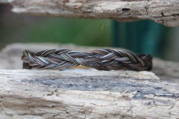 Pferdehaararmband aus Schweifhaar, 3fach geflochten, doppelt verschlungen, Edelstahlverschluss, €45,-