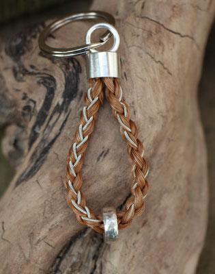 Schlüsselanhänger aus Schweifhaar, 925/er Silber, Zinnsilberdraht; Handarbeit. €130,-