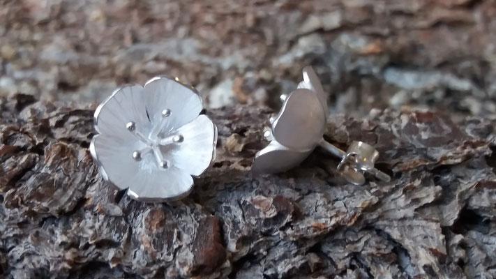 Ohrstecker Kirschblüte, 925/er Silber,  € 125,-