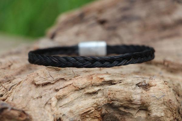 Pferdehaararmband aus Schweifhaar,  3-fach flach geflochten, Edelstahlverschluss, €40,-