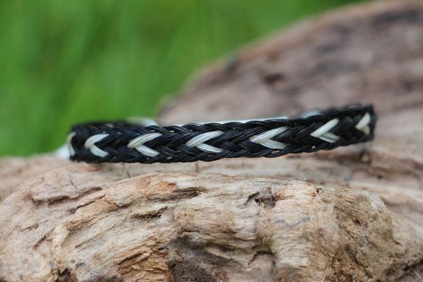 Pferdehaararmband aus Schweifhaar,  Kumihimo flach geflochten, Edelstahlverschluss, €45,-