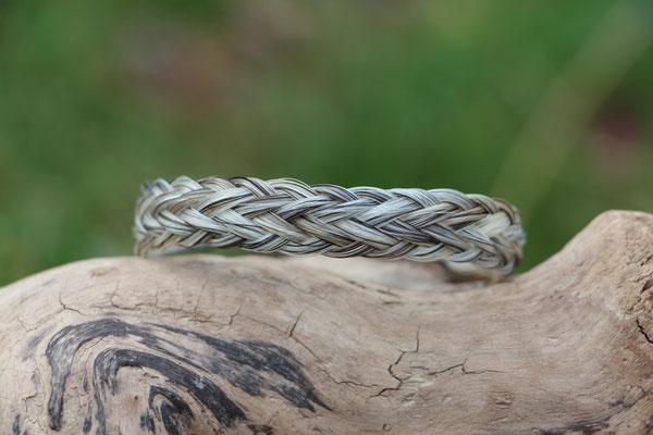 Pferdehaararmband aus Schweifhaar, 7fach geflochten, Edelstahlverschluss, €45,-