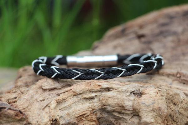 Pferdehaararmband aus Schweifhaar, 16fach viereckig geflochten, mit Zinndraht mit 4% Silberanteil, Edelstahlverschluss, €50,-