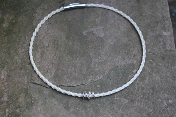 Pferdehaarkette aus Schweifhaar, mit handgearbeiteter 925/er Silberspirale, Edelstahlverschluss, €85,-