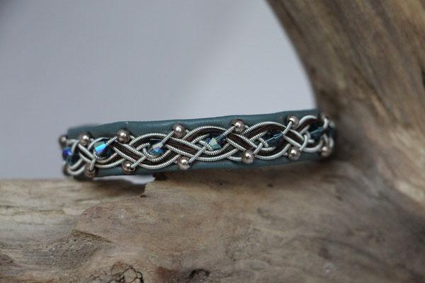 Pferdehaararmband aus Rentierleder, Zinndraht, Schweifhaar, Swarovski-und Silberperlen, 008-B25-H-PSW-GB, €80,-