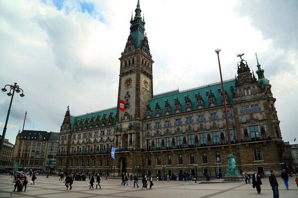 das Hamburger Rathaus...