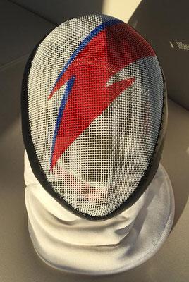 Careta personalizada a pincel y mano alzada, homenaje al gran David Bowie, para una gran tiradora del Ateneo de Madrid. Un placer pintar caretas tan especiales.