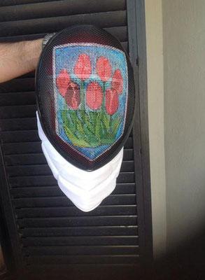 Careta de Marisol Martinez Berbel con escudo de tulipanes
