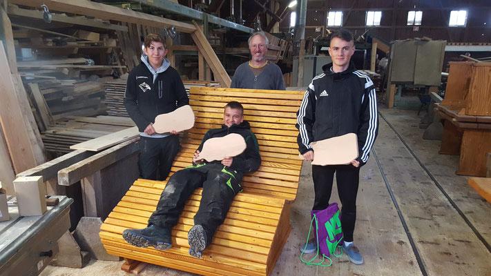Projekt mit der Mittelschule: Bau einer Relaxliege und eines Brotzeitbrettchens