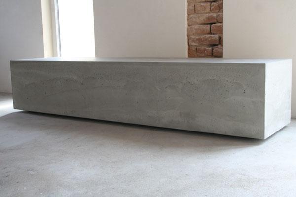 beton , lowboard , sideboard , tv-rack , tv-bank , modern , stein , naturstein , schlicht , zeitlos , design , wohnzimmer , grau , dunkelgrau , antrazit, schwarz , individualisierbar , würfel , kubus , geometrisch ,