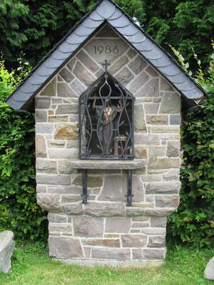 Hl. Häuschen am Friedhof